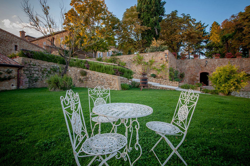 Tuscany romantic small wedding villa garden