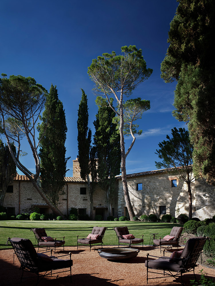 Castle in Umbria hotel and wedding retreat courtyard