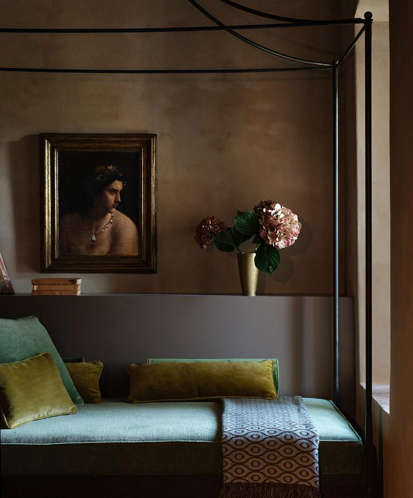 Castle in Umbria hotel and wedding retreat suite
