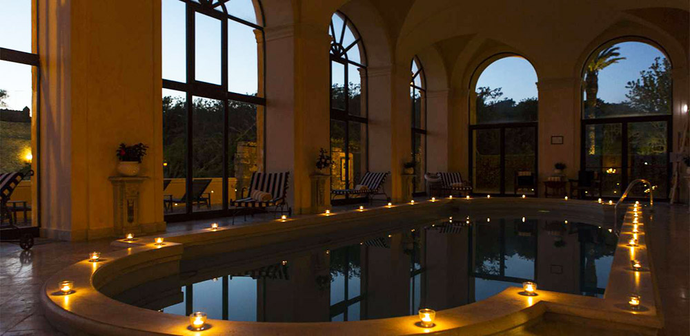 Coastal villa near Rome wedding venue pool