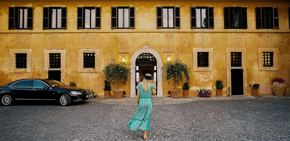 Coastal villa near Rome wedding venue entrance