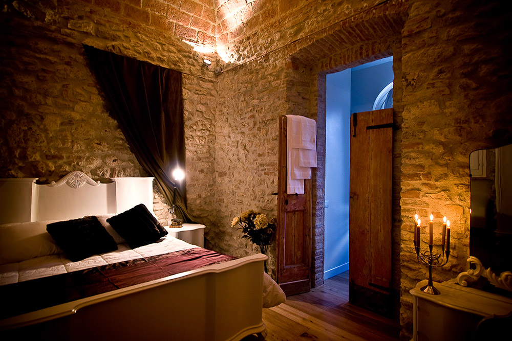 Italy Umbria small luxury hotel wedding venue bedroom