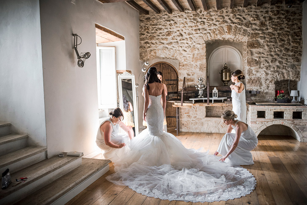 Italy Umbria small luxury hotel wedding venue getting ready