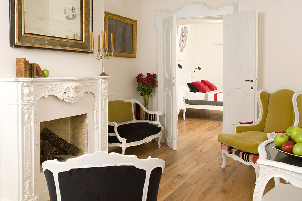 Italy Umbria small luxury hotel wedding venue lounge