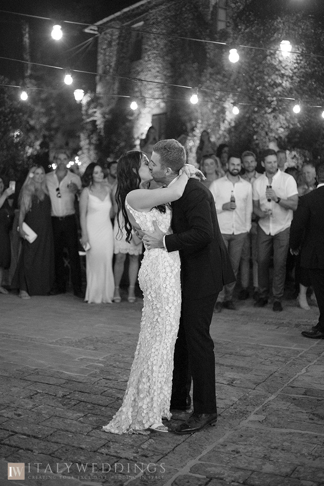 Villa Stomennano wedding formal countryside event in Tuscany first dance