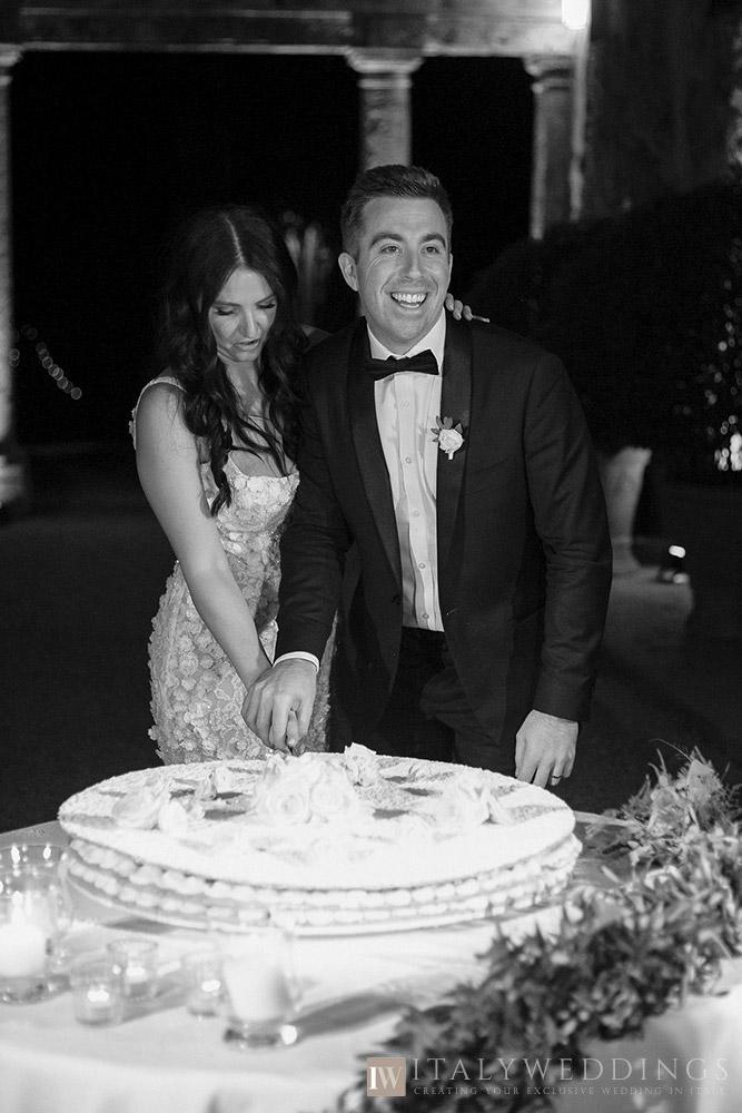 Villa Stomennano wedding formal countryside event in Tuscany cake