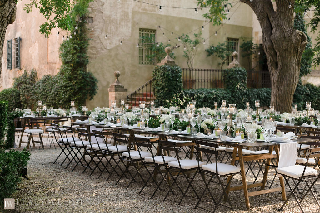 Villa Stomennano wedding formal countryside event in Tuscany tables
