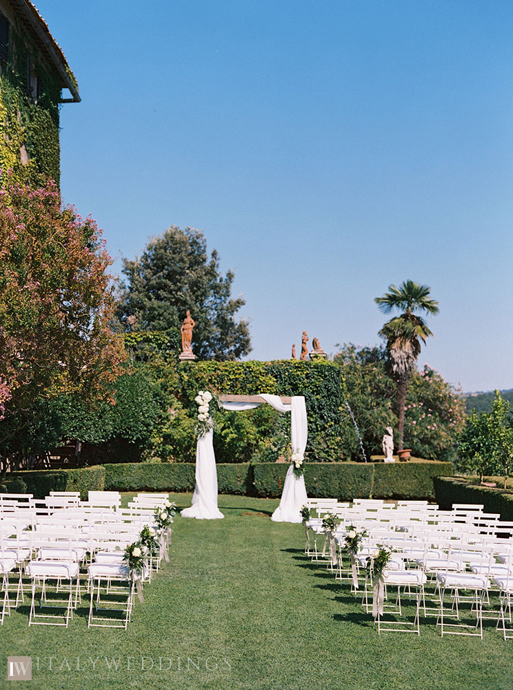 Villa Stomennano wedding formal countryside event in Tuscany blessing