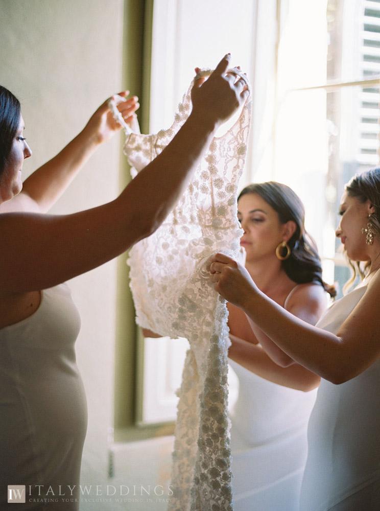 Villa Stomennano wedding formal countryside event in Tuscany bride getting ready