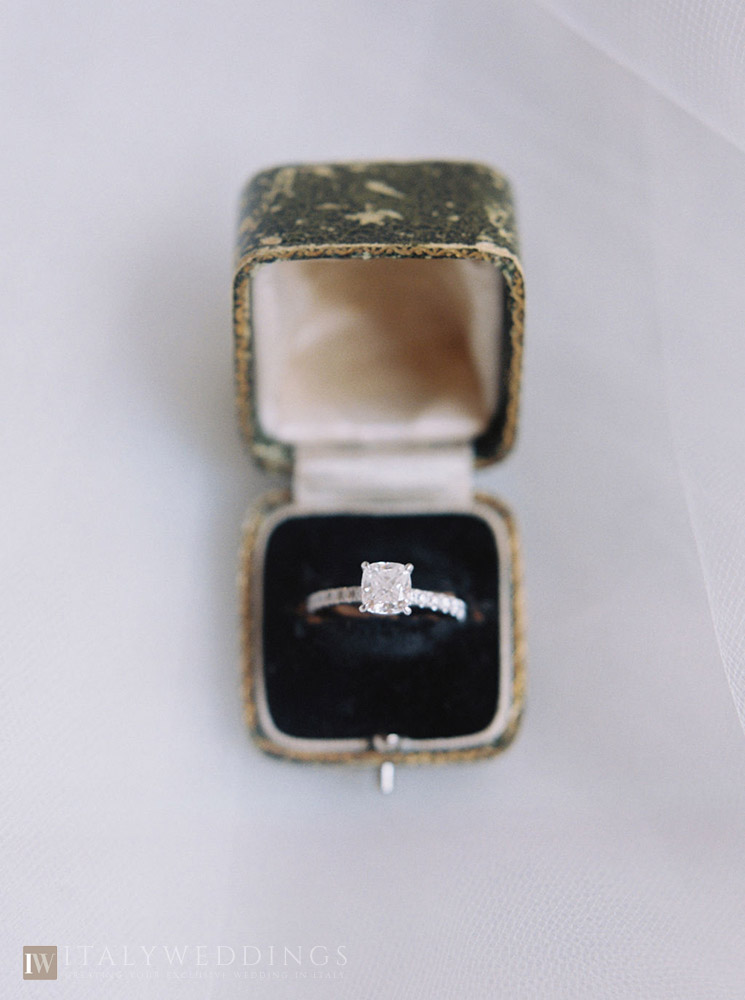 Villa Stomennano wedding formal countryside event in Tuscany engagement ring