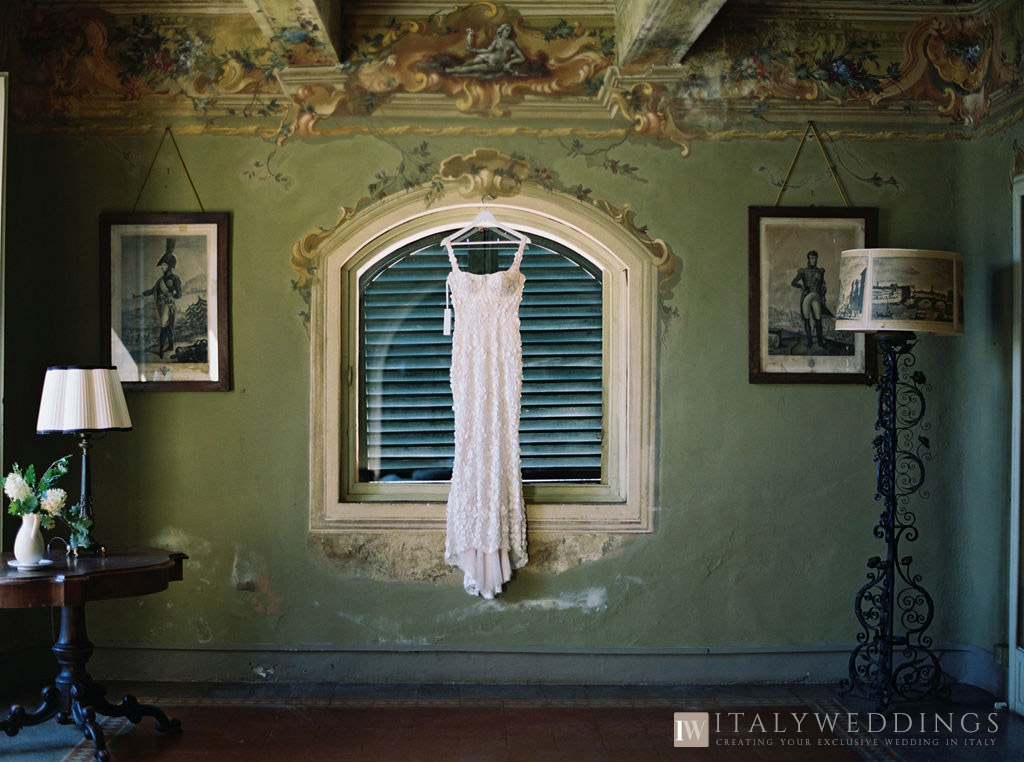 Villa Stomennano wedding formal countryside event in Tuscany the dress