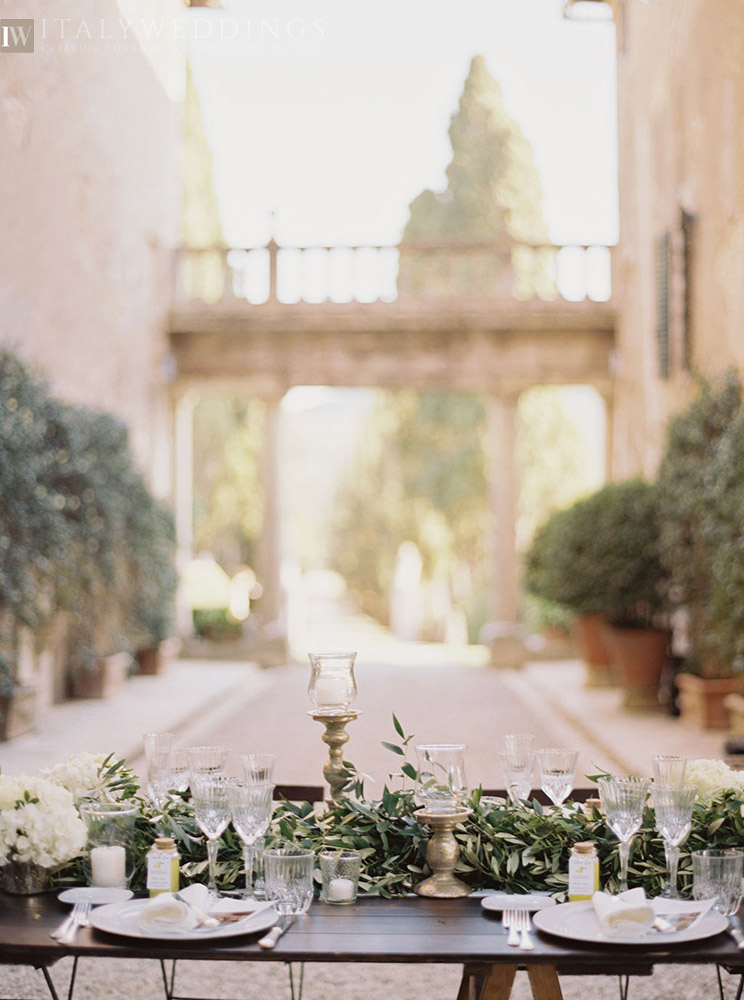 Villa Stomennano wedding formal countryside event in Tuscany table