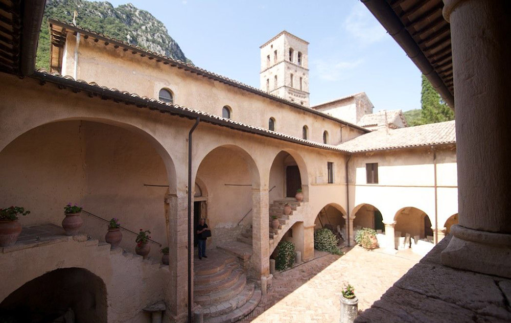 Abbey in southern Umbria wedding venue courtyard